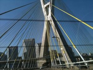 Ponte sobre o rio